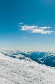 Montagne di neve il giorno luminoso inverno — Foto Stock