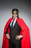 Superman koncept s mužem v červený obal — Stock fotografie