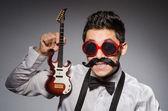 Gracioso con mini guitarra — Foto de Stock
