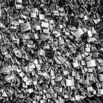 Locks of love at Paris bridge — Stock Photo #57363073