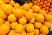 Fruta cítrica en el puesto de supermercado — Foto de Stock