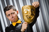 Komik tiyatro maskesi konseptiyle — Stok fotoğraf
