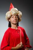 Lustige assistenten rotes kleid — Stockfoto