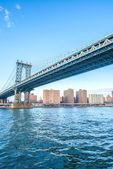 Manhattan bridge on summer day — Stock Photo