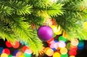 Decoración de la navidad en el árbol de abeto — Foto de Stock