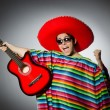 Homme en rouge sombrero, jouer de la guitare — Photo #73513343