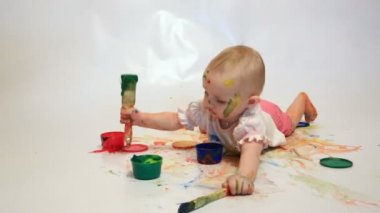 Baby soiled by paints — Stock Video