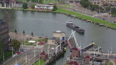 Ship and bridge in Rotterdam — Stock Video