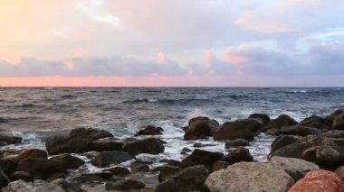 Waves break about stones — Stock Video