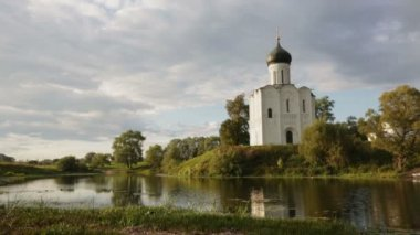 Church of Intercession upon Nerl River. — Stock Video