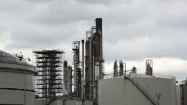 View of big oil refinery — Stock Video