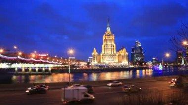 Hôtel Ukraine en soirée — Vidéo