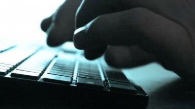 Ręce, pisania na laptopa — Wideo stockowe
