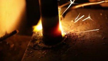 Erimiş metal kıvılcımlar — Stok video