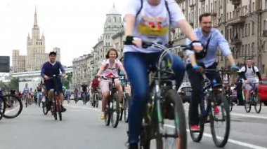 Cyclists on the Moscow cycle parade — Stock Video