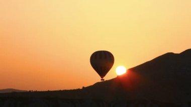Flight of hot air balloon in Cappadocia — Stock Video