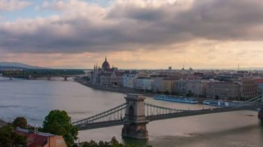 Timelapse of parliament during sunrise in Budapest — Stock Video