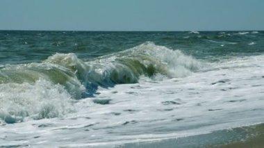 Powerful rollers or waves breaking on seashore — Stockvideo