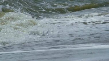 Waves breaking on a seashore — Stockvideo