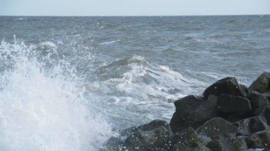 Powerful waves breaking on seashore — Stockvideo