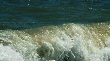 Powerful waves breaking on seashore — Stock Video
