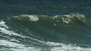 Turbulent water on coastline — Stock Video
