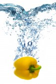 Yellow pepper dropped into water — Stock Photo