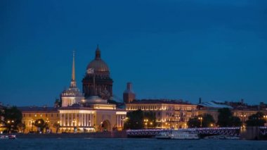 Quay  panorama in St. Petersburg at night. — Stock Video
