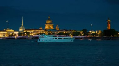 Panorama in St. Petersburg at night. — Stock Video
