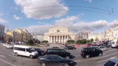 Cars near Bolshoi Academic theater — Стоковое видео