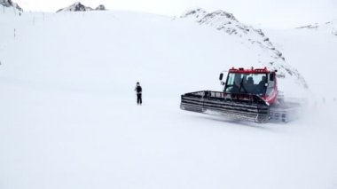 Snow removal machine cleans snow — Stock Video