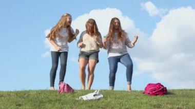 Three girls dance — 图库视频影像