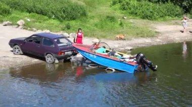 Motor boat in trailer — Vidéo
