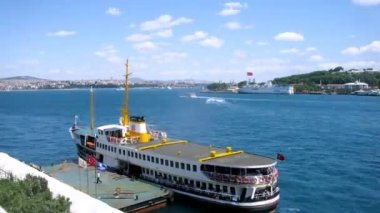 Ships with tourists in Golden horn — Vídeo Stock