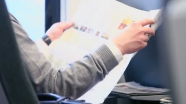 Man reads paper during travel — Stock Video