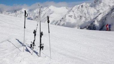 Skis and ski sticks stick — Stock Video