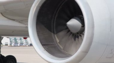 Turbine of aircraft spins — Stock Video