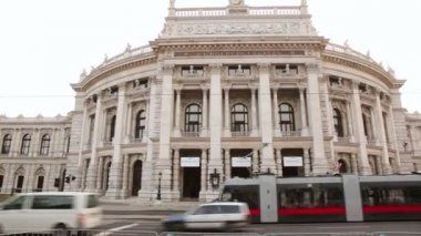 Public transport near Vienna Burgtheater — Stock Video