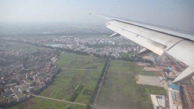 Visa från flygplan fönster — Stockvideo