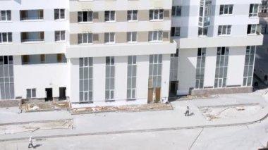 Builder install sidewalk — Stock Video
