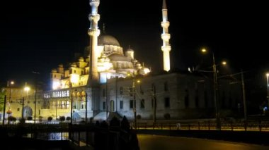 Mosque Yeni Camii at night — Stock Video