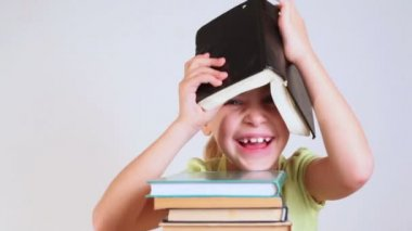 Little girl with book on head — Stock Video