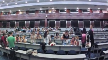 Students communicate in auditorium on Youth Voice — Stok video