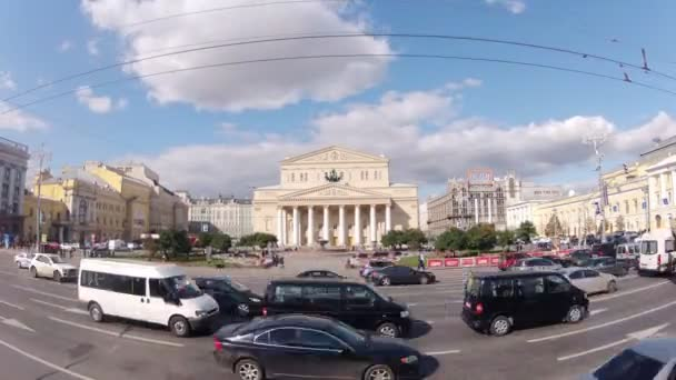 Cars near Bolshoi Academic theater — Vídeo de stock