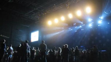 People waiting for concert — Vídeo de Stock