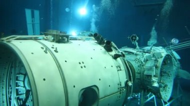 Underwater view of the space simulator — Stock Video