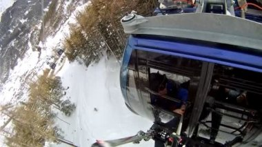 People go in cog-wheel railway — Stock Video
