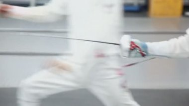 Fencer moves with rapier — Stock Video