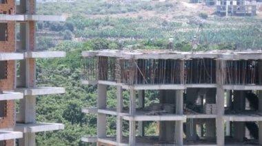 Builders work at top floor — Stock Video