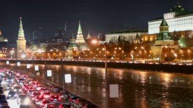 Cars traffic at Kremlin quay — Stock Video